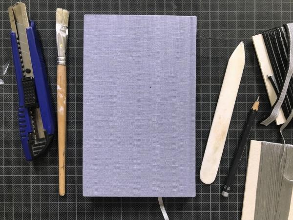 Notiz- oder Skizzenbuch aus altem Buch